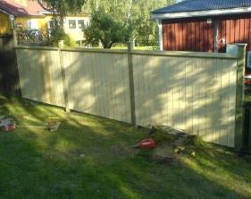 5 Nytt staket monterat i glänta
